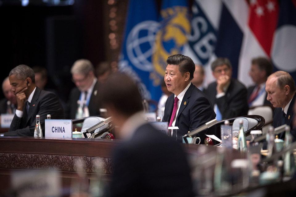 Барак Обама (слева) и Владимир Путин (справа) в Китае увиделись, но Сирию еще не обсудили