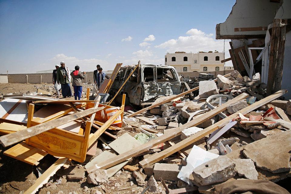 Квартал Саны после авиаударов коалиции. Это не здание посольства Ирана