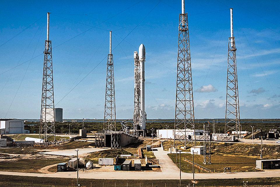 Ракета Falcon9 должна была вывести на орбиту спутник связи, который планировал использовать Facebook