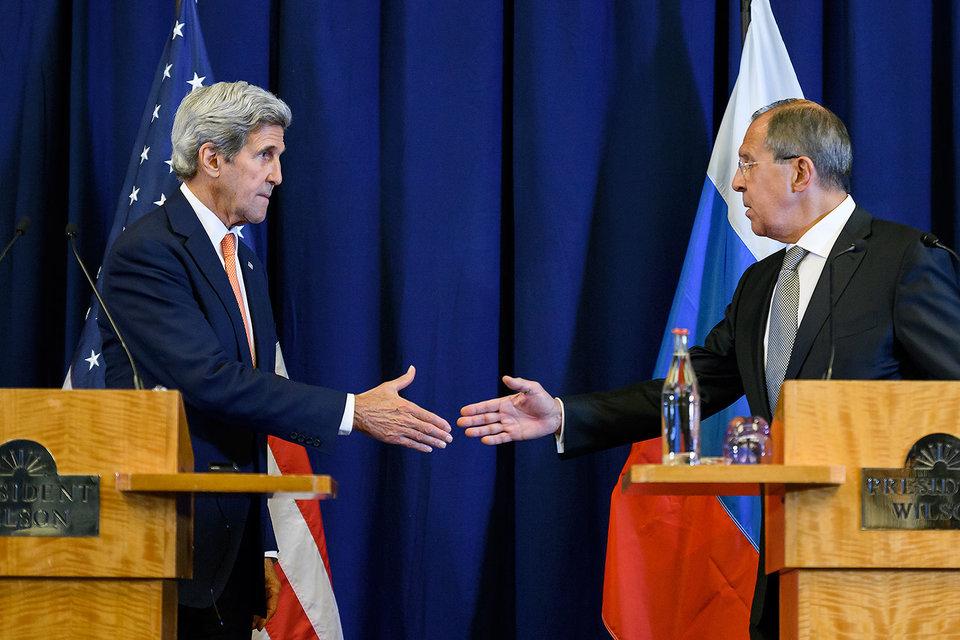 Джон Керри (слева) и Сергей Лавров надеются помирить сирийцев со второго раза