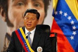 Председатель КНР Си Цзиньпин во двореце Мирафлорес в Каракасе на фоне портрета национального героя Венесуэлы Симона Боливара