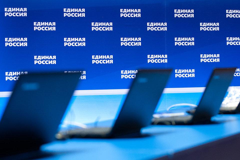 По суммарному рейтингу первая тройка не изменилась: лидируют «Единая Россия», «Яблоко» и ЛДПР