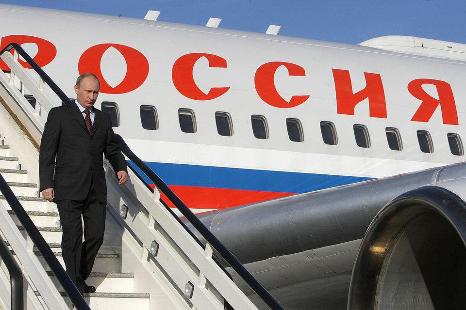 ФБГУ СЛО «Россия» принадлежит управлению делами президента и перевозит высших лиц государства