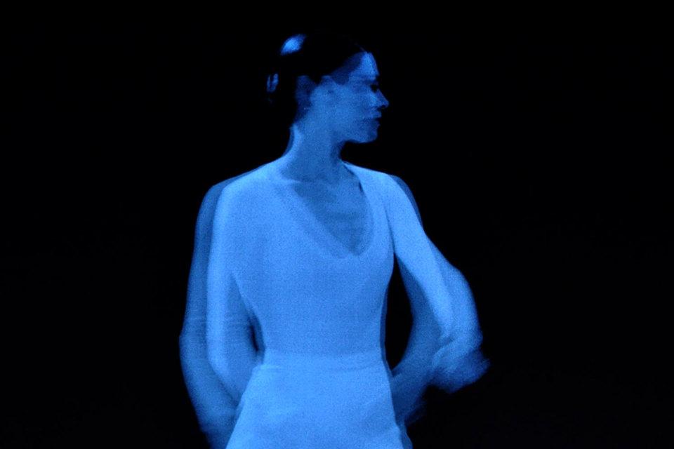 В старом балете Люсинды Чайлд оживают кадры с нею