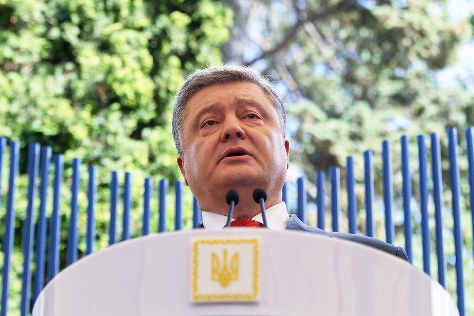 Порошенко сообщил о расширении санкционного списка российских компаний и физических лиц