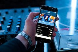 Zvooq – сервис, позволяющий проигрывать музыку в режиме реального времени, им управляет холдинг Dream Industries