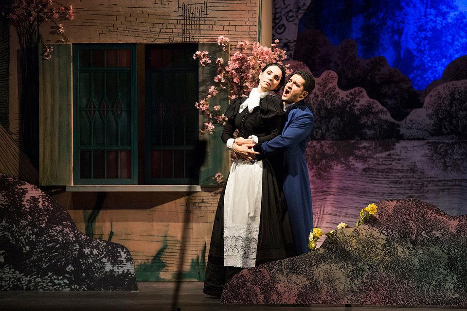 Романтический стиль воссоздан в спектакле с иронией, но без издевки