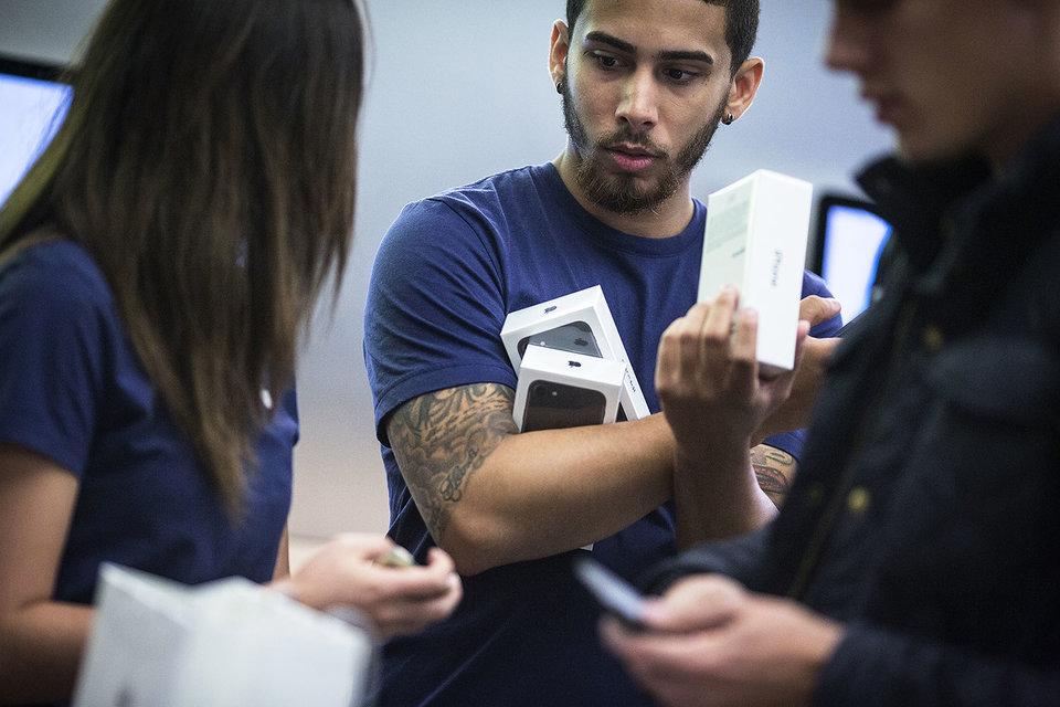 Новые аппараты Apple продаются на ура
