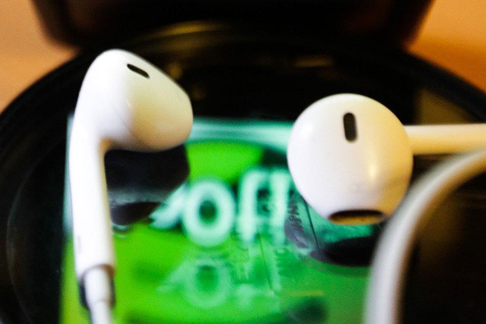 Доходы музыкальной индустрии растут благодаря Apple Music и Spotify