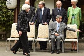 За экспериментами Харухико Куроды (сидит) в области денежной политики следят руководители центробанков во всем мире, включая Джанет Йеллен