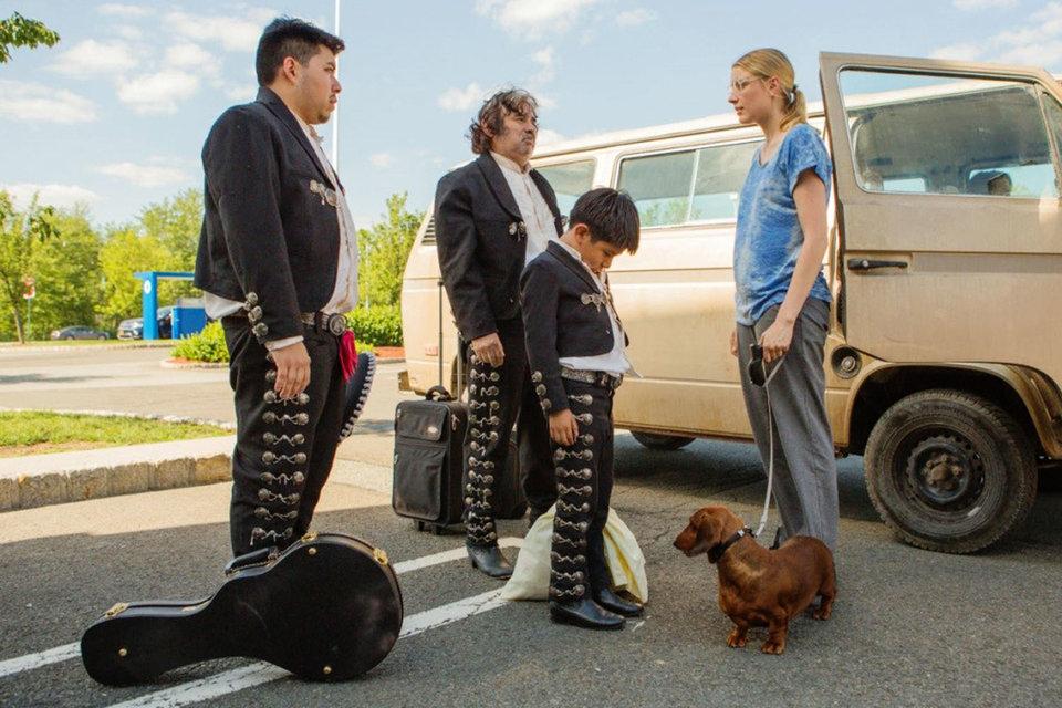 Если в фильме есть Грета Гервиг (на фото – с таксой), то это очень хороший фильм