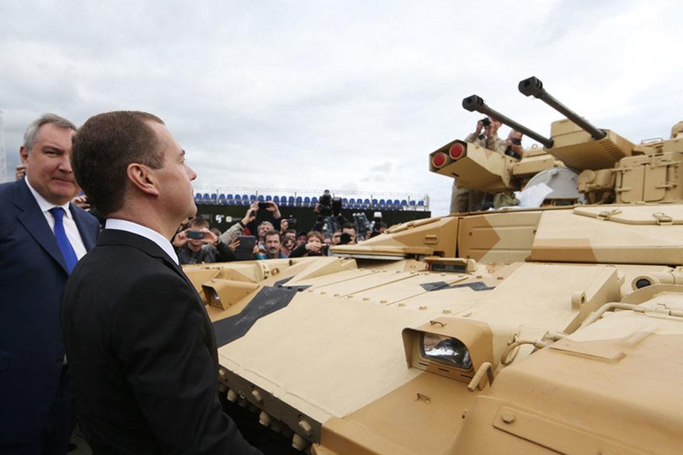 Дмитрий Рогозин и Дмитрий Медведев на выставке вооружений в Нижнем Тагиле