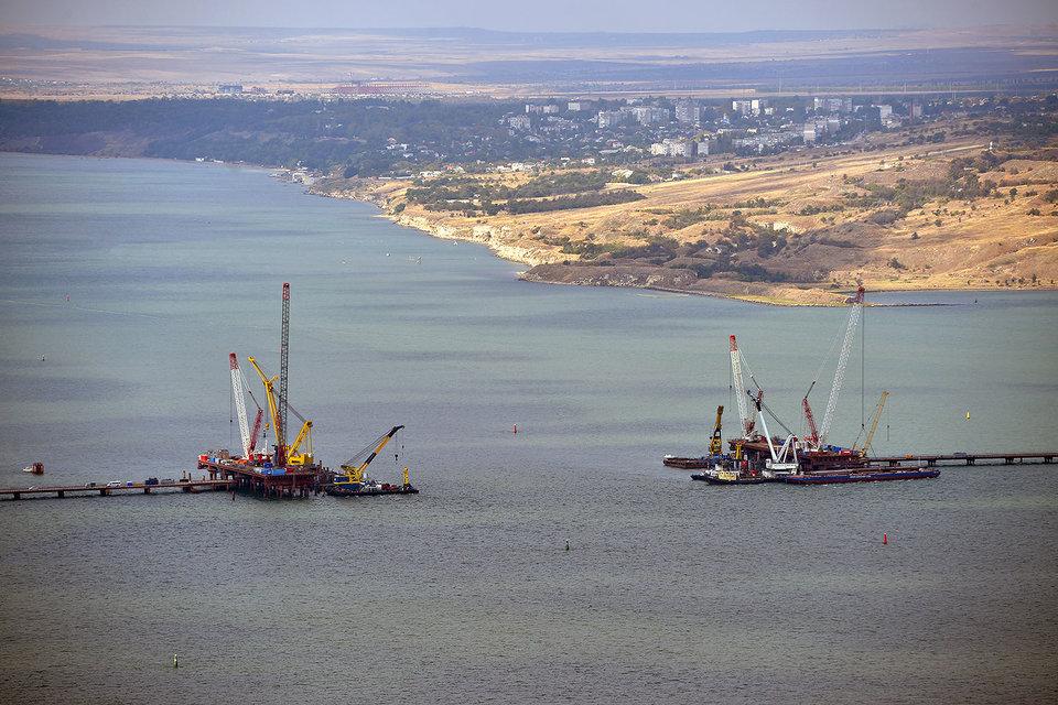 Керченский мост настолько уникальный проект, что тариф на его страхование может быть каким угодно, говорят эксперты