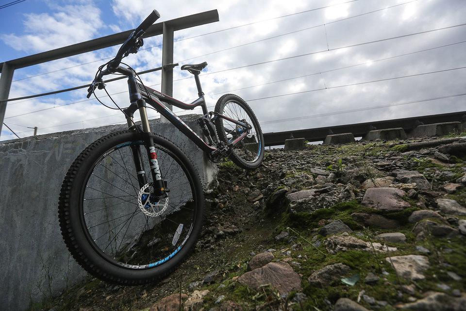 Велосипед живой, собранный, плотный, хорошо управляемый. И в нем есть главное – искра, fun от езды