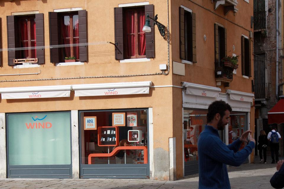 В 2013 г. налоговый аудит компаний Wind Telecom, Wind Telecomunicazioni и Wind Acquisition Holdings Finance выявил нарушения, которые стоили холдингу 177 млн евро штрафов