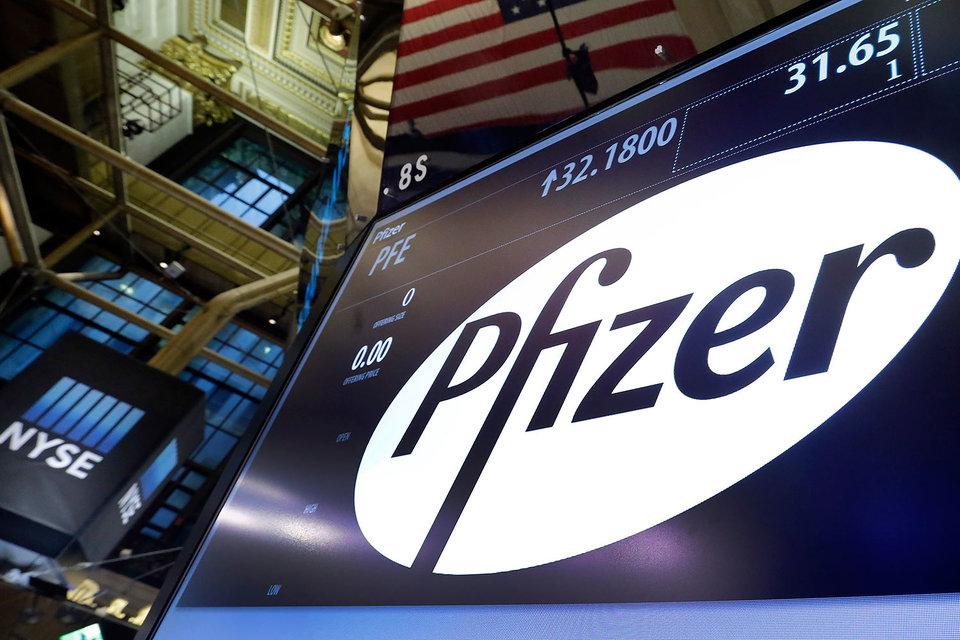 На дневных торгах в понедельник акции Pfizer подешевели на 1,7%