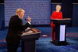 Демократ Хиллари Клинтон и республиканец Дональд Трамп в первый раз сошлись на президентских дебатах поздним вечером в понедельник