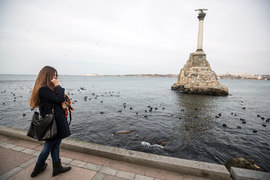 Телефоны российских туристов в Крыму оказываются в роуминге местных операторов