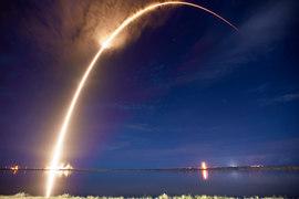 Сейчас SpaceX отправляет в космос грузы для МКС