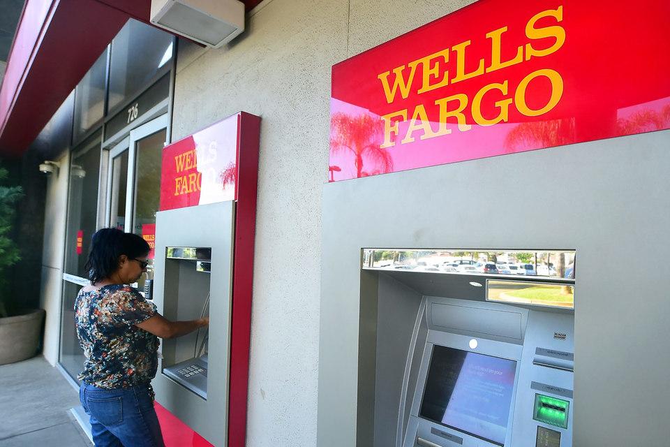 Wells Fargo оказался не единственным банком, практика перекрестных продаж которого вызвала массовые нарекания клиентов