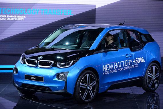 BMW показал новую версию i3 с увеличенной емкостью аккумуляторов и, соответственно, запасом хода на 50%, до 300 км (испытательный цикл NEDC)