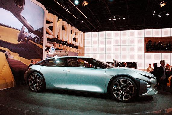 Citroën показывает в Париже гибридный концепт Cxperience. В городе автомобиль может проехать на «электричестве» до 60 км