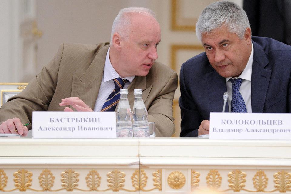 Министру внутренних дел Владимиру Колокольцеву (на фото справа) придется поделиться защитой бизнеса с председателем СКР  Александром Бастрыкиным