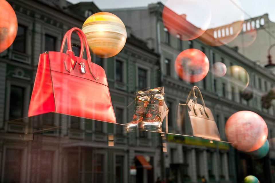 С 2017 г. иностранцы смогут возвращать НДС с крупных покупок в ГУМе, «Крокус сити молле» и других бутиках Москвы, области, Петербурга и Сочи
