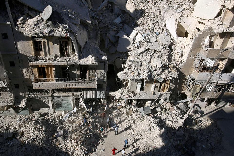 Оппозиционеры уверяют, что под ударами авиации России и Сирии в Алеппо гибнут мирные люди