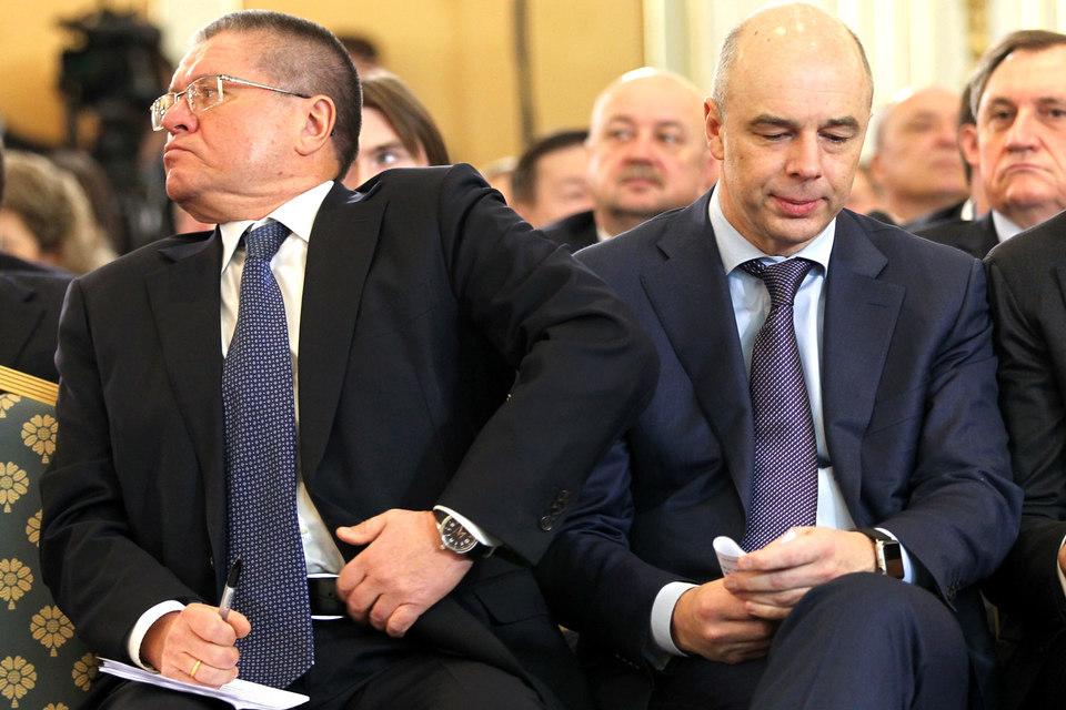 Министру экономического развития Алексею Улюкаеву (на фото слева) придется подстроиться под министра финансов Антона Силуанова