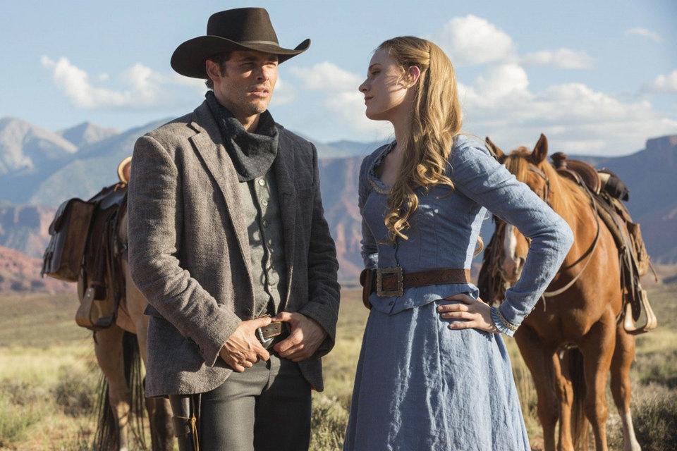 Влюбленные Долорес и Тедди (Эван Рэйчел Вуд и Джеймс Марсден). Сразу и не скажешь, что роботы