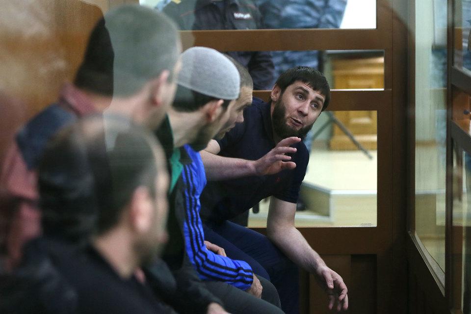 Обвиняемые в убийстве Бориса Немцова (крайний справа – Заур Дадаев) не признают свою вину