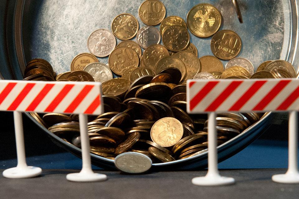 Отток капитала, ускорение инфляции, сокращение конкуренции, падение ВВП – результаты как санкций, так и российских контрсанкций. Их компенсации Россия потребовала у США