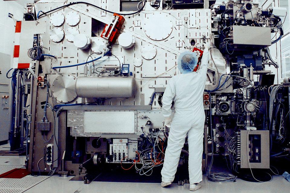 Нидерландская компания ASML Holding, возможно, нашла способ повышать производительность микросхем, не жертвуя при этом компактностью