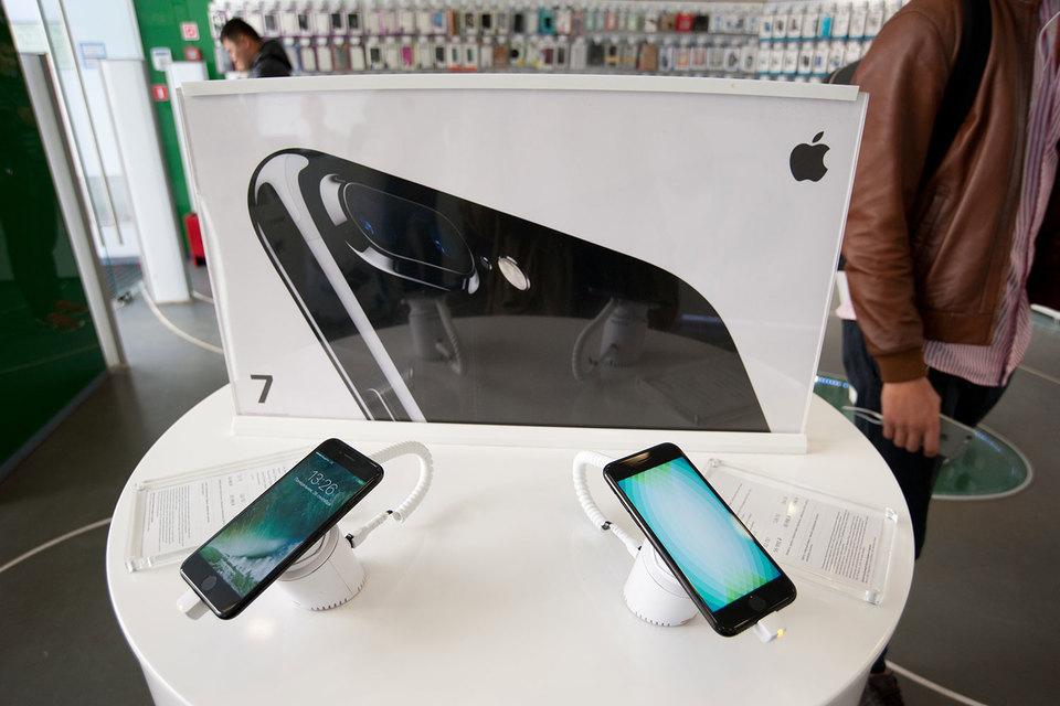 Начиная с 2014 г. Apple представляет сразу две новые модели iPhone, одна из которых – фаблет с диагональю 5,5 дюйма