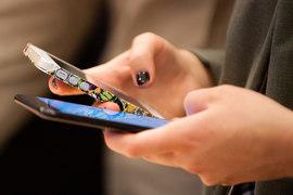 Главная особенность Snapchat - послылать со смартфона сообщения, исчезающие через некоторое время