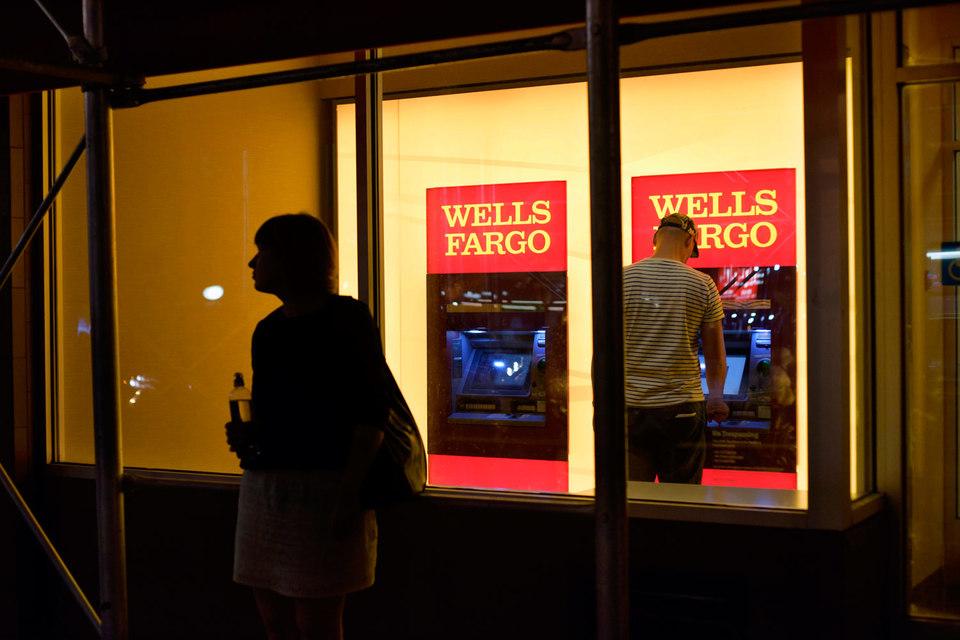 В сентябре Wells Fargo открыл на 25% меньше розничных счетов и получил на 20% меньше заявок на кредитки, чем годом ранее