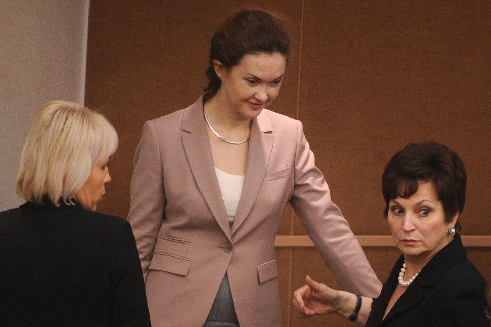 Татьяна Воронова (на фото в центре) переходит из Кремля в Госдуму