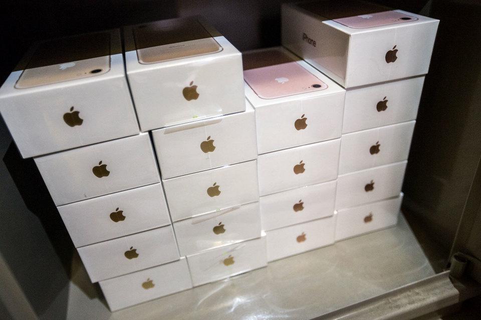 Британская Laird, производящая компоненты для iPhone, потеряла почти половину стоимости из-за плохих прогнозов