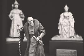 В России установление памятников персонажам с сомнительной исторической репутацией принято оправдывать местом в истории. Дескать, памятник Ивану Грозному устанавливается в том числе потому, что этот царь оставил глубокий след в прошлом