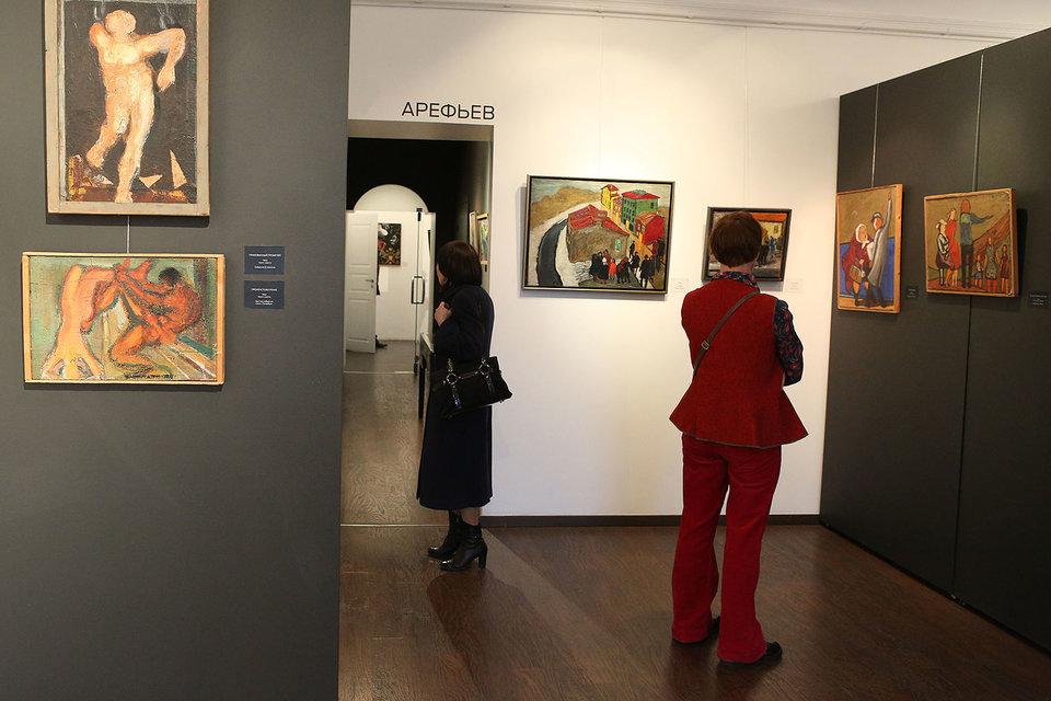 Картины Александра Арефьева напоминают эскизы к шедевру, который так и не был создан