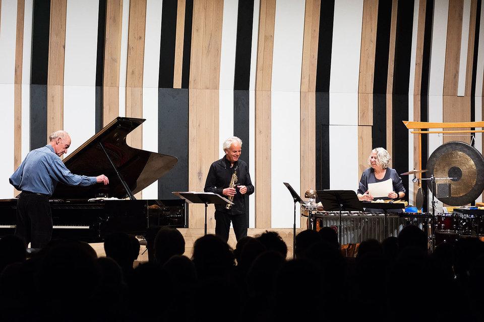 Крисчен Вулф (за роялем слева) – живая легенда нью-йоркского музыкального авангарда