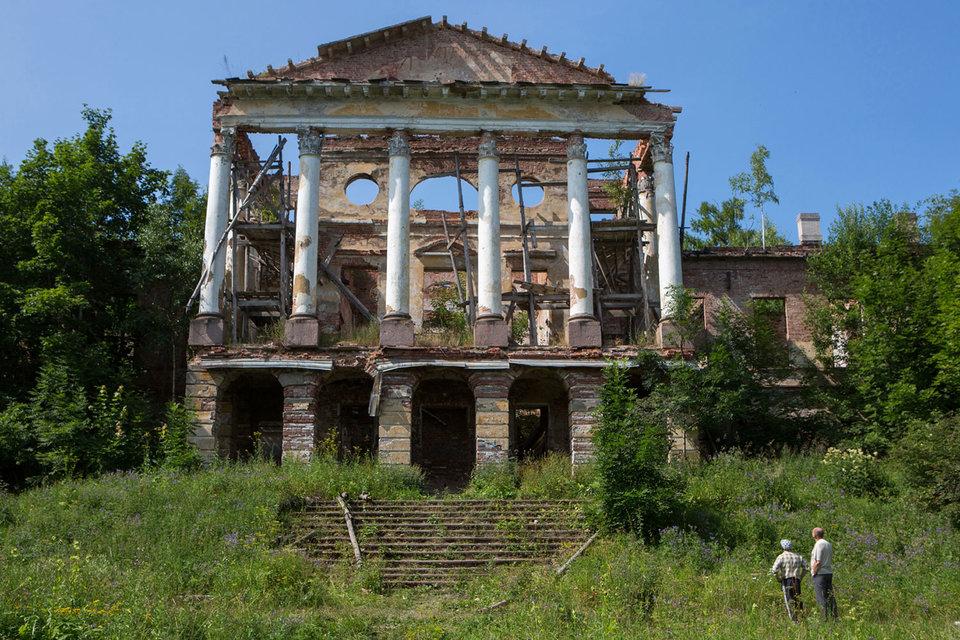 Дворцом в Ропше почти 40 лет никто не пользовался