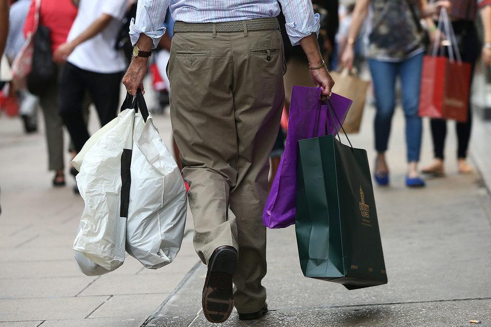 Продажи одежды в Великобритании в этом году упали впервые за 20 лет