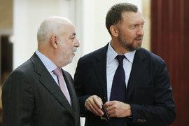 Виктор Вексельберг (слева) готов заплатить премию, чтобы усилить влияние в UC Rusal (справа – основной владелец и президент компании Олег Дерипаска)