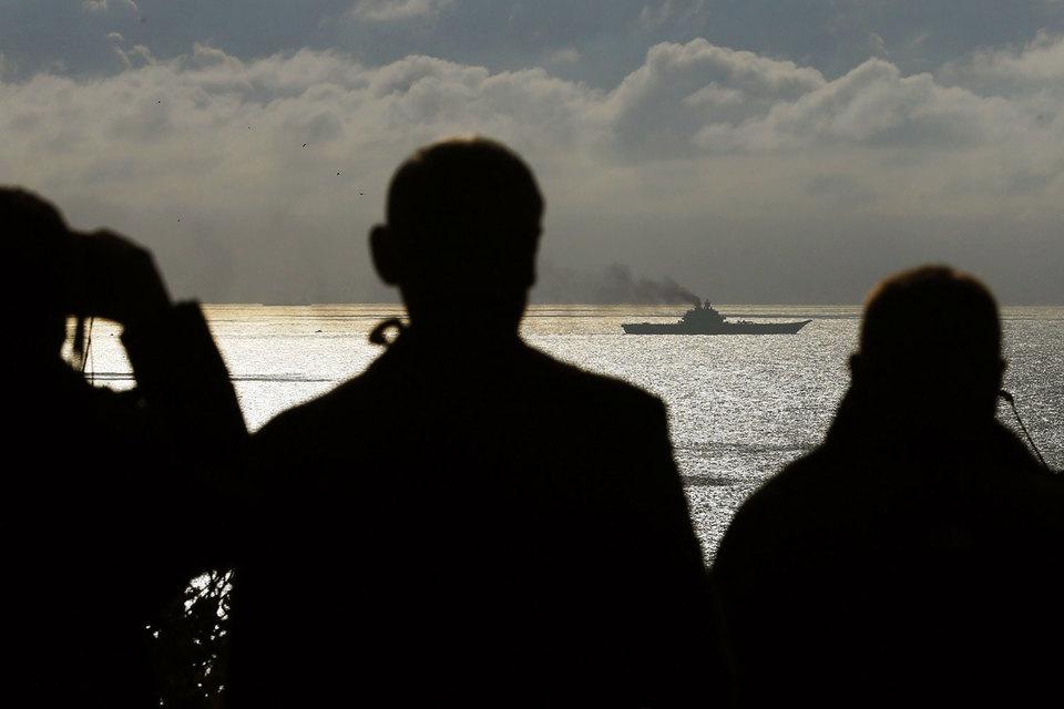 На минувшей неделе, как утверждают источники, Королевский военно-морской флот Великобритании обнаружил поход двух многоцелевых атомных подлодок по классификации НАТО «Акула» (российской - «Щука-Б») и одной дизель-электрической класса «Кило» («Варшавянка»), оснащенных крылатыми ракетами «Калибр», в Атлантику с баз в Мурманской области