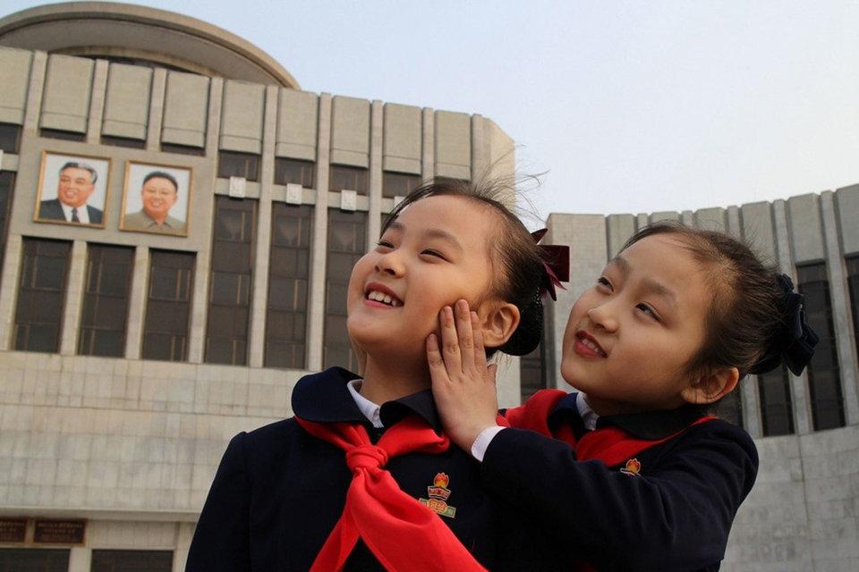 Юным гражданам страны больше не о чем мечтать: они посвятили жизнь великому вождю
