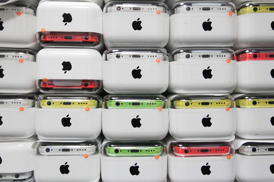 Доля Apple на российском рынке смартфонов продолжает расти. При этом хитом продаж являются вовсе не новые модели, а выпущенный еще три года назад iPhone 5s