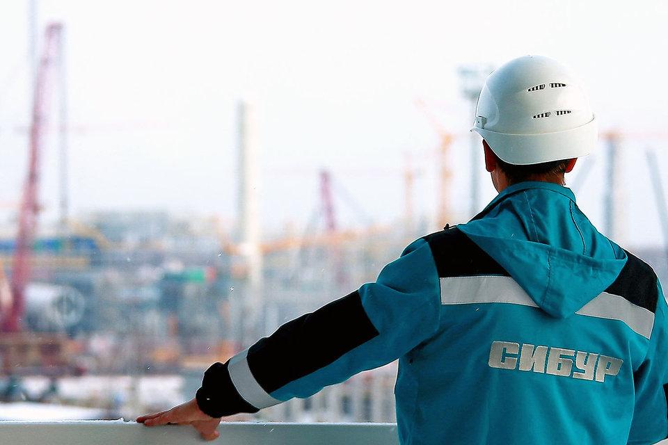 Китайский фонд Шелкового пути и банк CDB могут купить 10% акций в «Сибуре»