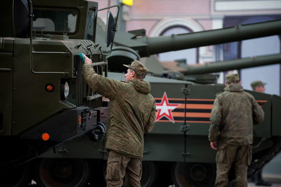 Комитет Госдумы резко раскритиковал подход правительства к социальным разделам военного бюджета, но одобрил его проект в целом